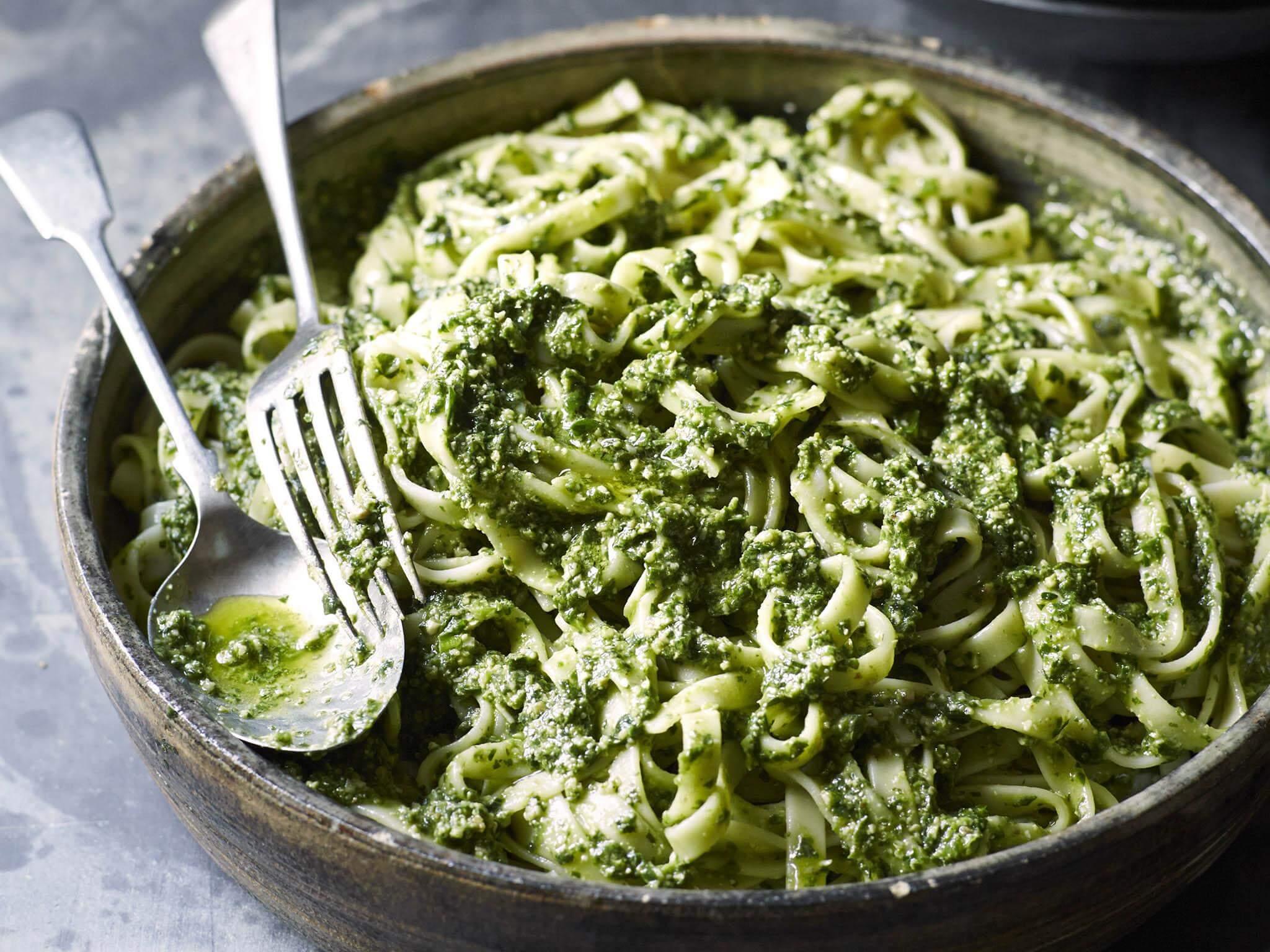 fesleğen soslu sebzeli makarna